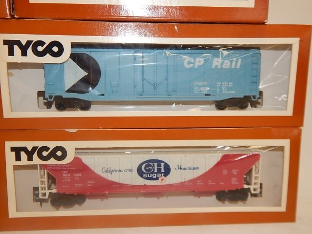TYCO HO SCALE TRAIN CARS - 6