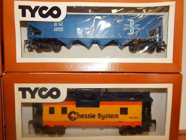 TYCO HO SCALE TRAIN CARS - 7