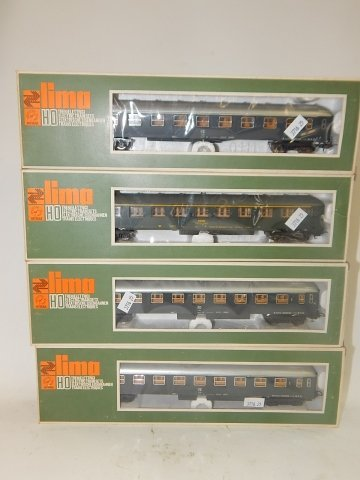 FOUR LIMA HO SCALE TRAIN CARS