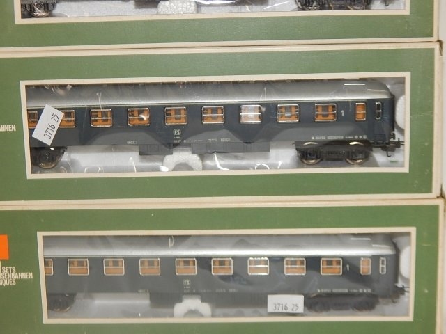 FOUR LIMA HO SCALE TRAIN CARS - 2