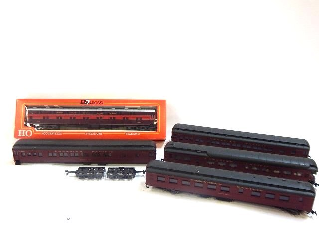 5 RIVAROSSI HO SCALE TRAIN CARS