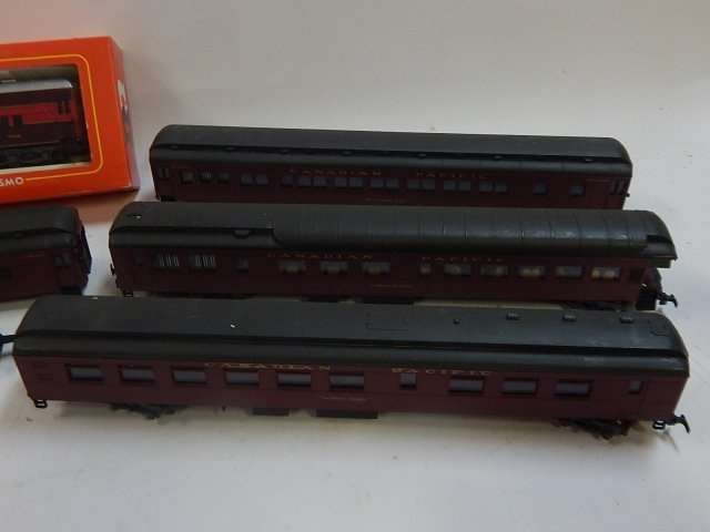 5 RIVAROSSI HO SCALE TRAIN CARS - 2