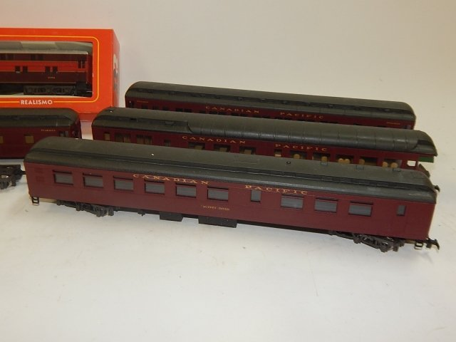 5 RIVAROSSI HO SCALE TRAIN CARS - 3