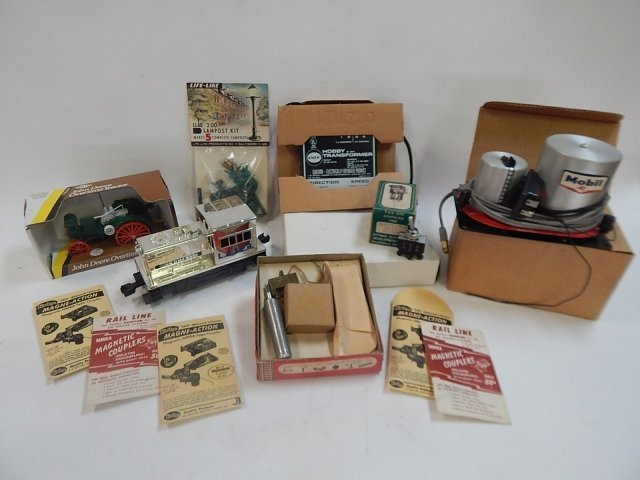 LARGE LOT OF TRAIN SET ACCESSORIES