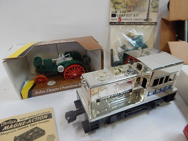 LARGE LOT OF TRAIN SET ACCESSORIES - 6