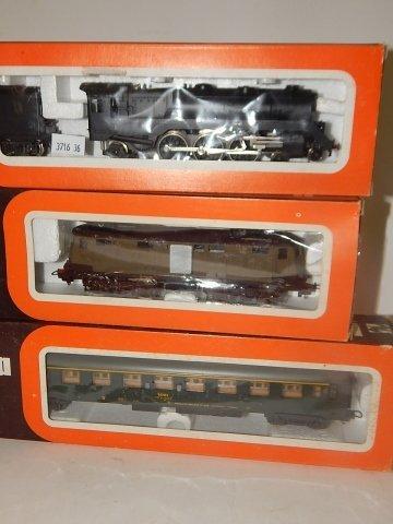 6 LIMA HO SCALE TRAIN CARS - 2