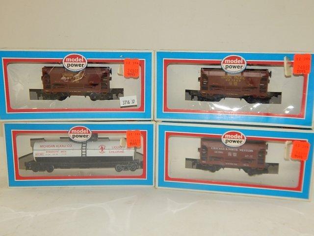 4 MODEL POWER HO SCALE TRAIN CARS