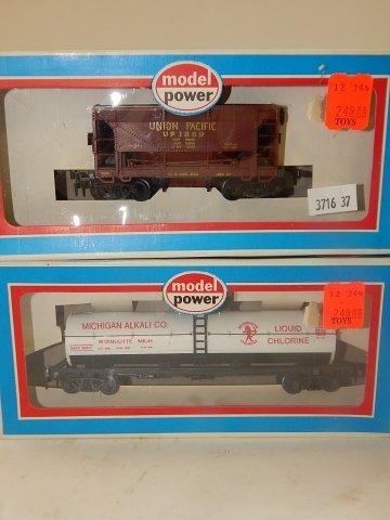 4 MODEL POWER HO SCALE TRAIN CARS - 2