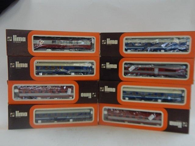 EIGHT LIMA HO SCALE TRAIN CARS