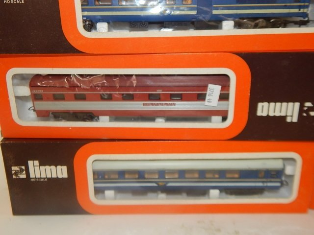 EIGHT LIMA HO SCALE TRAIN CARS - 3