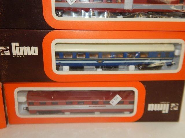 EIGHT LIMA HO SCALE TRAIN CARS - 4