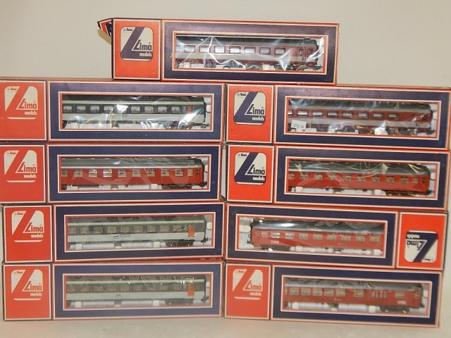 9 LIMA HO SCALE TRAIN CARS