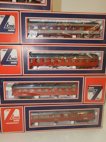 9 LIMA HO SCALE TRAIN CARS - 2