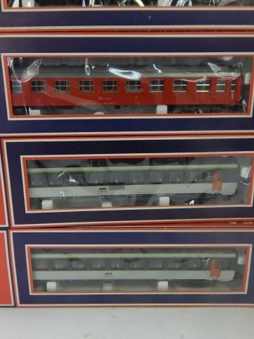 9 LIMA HO SCALE TRAIN CARS - 3