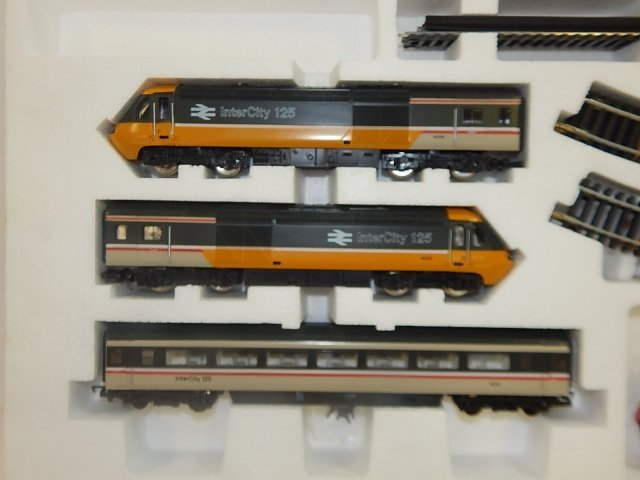 HORNBY HO SCALE HIGH SPEED TRAIN SET - 3