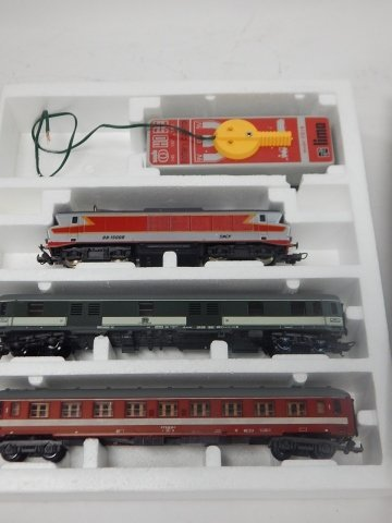 LIMA HO SCALE TRAIN CARS - 2
