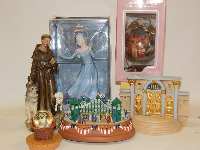 LOT OF HOLIDAY DECORATIONS AND FIGURES