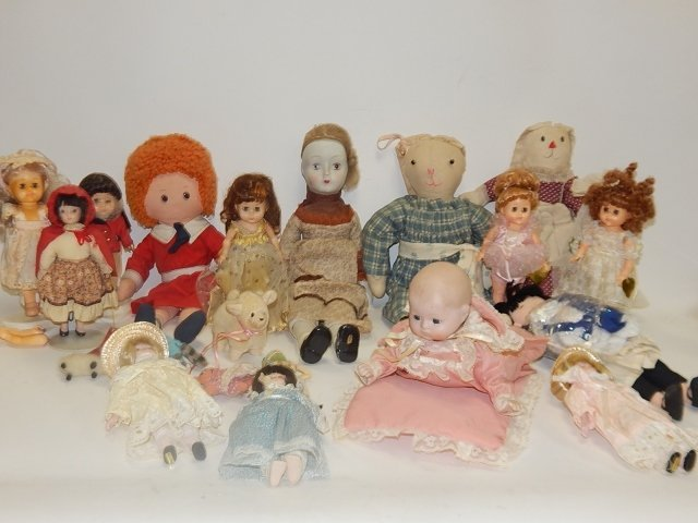 LARGE LOT OF VINTAGE DOLLS AND ANIMALS