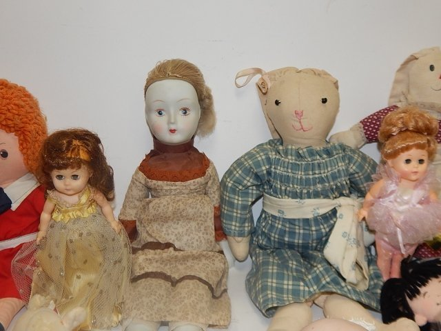 LARGE LOT OF VINTAGE DOLLS AND ANIMALS - 3