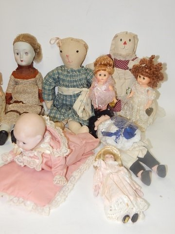 LARGE LOT OF VINTAGE DOLLS AND ANIMALS - 4
