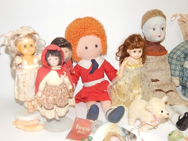 LARGE LOT OF VINTAGE DOLLS AND ANIMALS - 6
