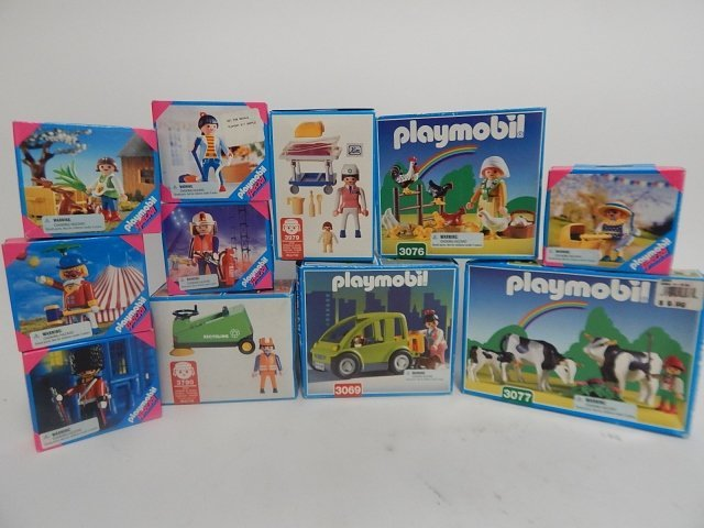 11 PLAYMOBIL SETS