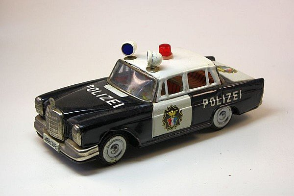 ICHIKO, JP - Mercedes Polizei