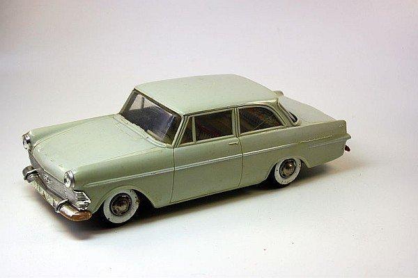 GAMA 460 - Opel Rekord