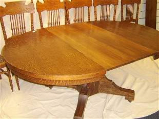 AMERICAN ANTIQUE TIGER OAK TABLE W/ 4 LEAVES