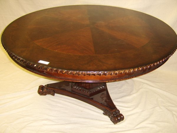 467: ROUND MAHOGANY DINING TABLE W/ BANDED TOP
