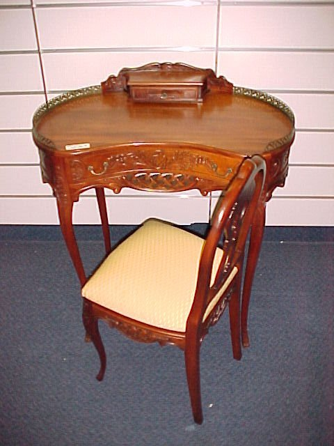 1003: FRENCH CARVED KIDNEY SHAPED LADIES WRITING TABLE