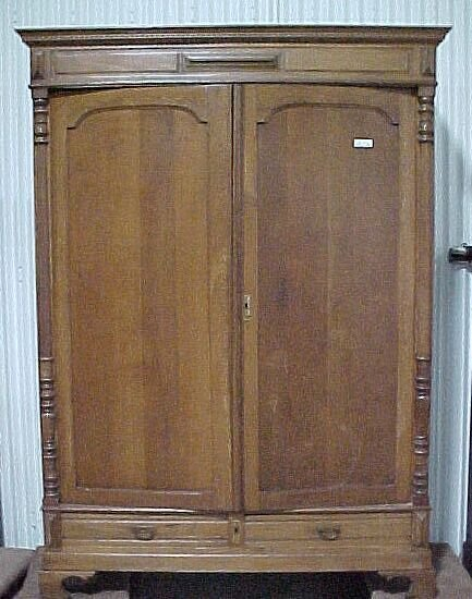 2200: Oak Wardrobe 2door/2drawer Cond: Good M