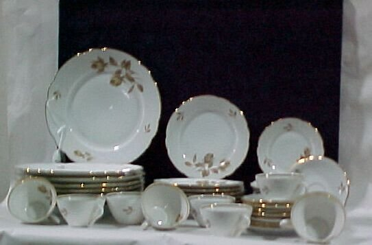 2206: Service for 8 40pc. Place setting of Ba