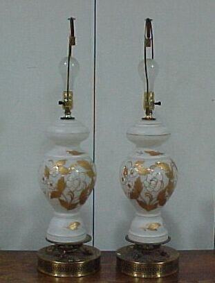 2210: Pair of Lamps with Gold Accents Cond: g