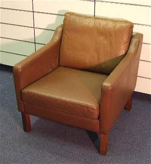VINTAGE CLASSIC DANISH MODERN LEATHER CHAIR