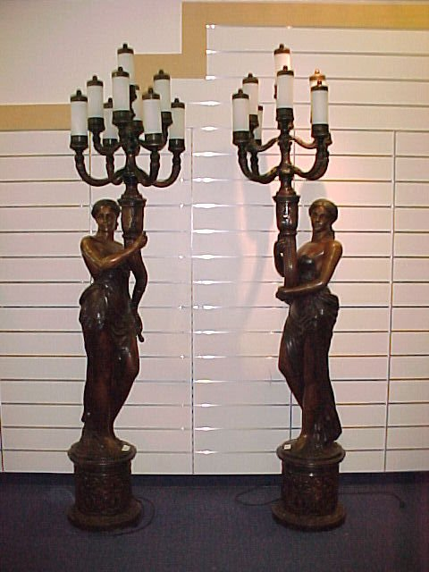 109: PAIR OF LARGE BRONZE ENTRANCE WAY LAMPS