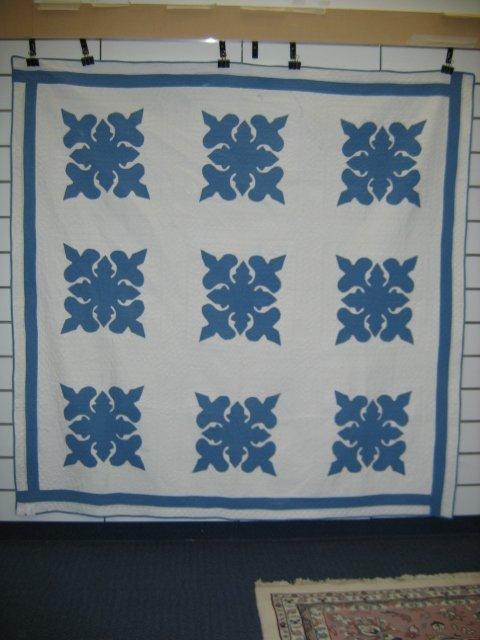 1221: QUILT--APPLIQUE  BLUE AND WHITE