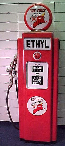 7: TEXACO FIRE CHIEF GAS PUMP CABINET