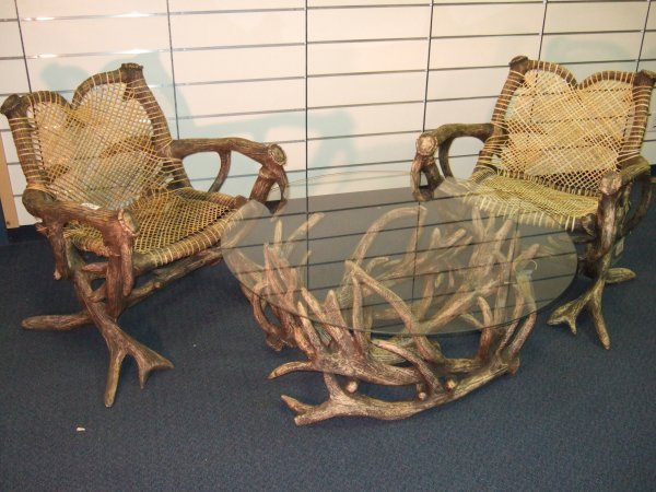 10: ANTLER PATIO SET CONSISTING OF TABLE AND CHAIRS