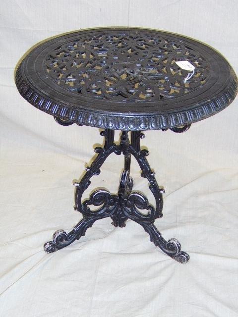 1110: IRON ENGLISH  PUB TABLE