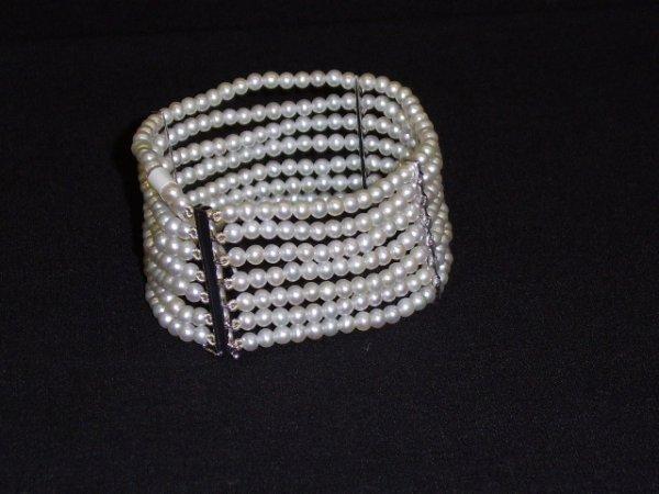 1196: BRACELET- 18K WHITE GOLD DIAMOND & PEARL