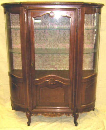 1405: FRENCH STYLE CURVED GLASS 1 DOOR CHINA CABINET