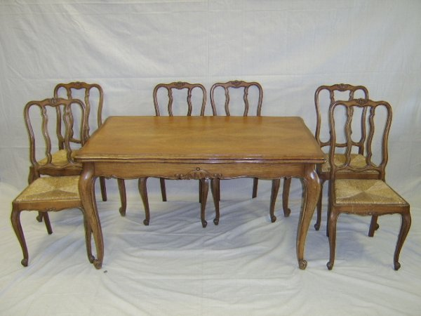 1111: COUNTRY FRENCH STYLE OAK DINING ROOM SUITE