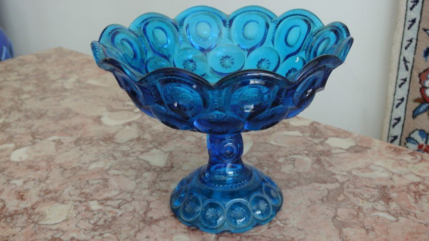 Art Deco Stupen blue center piece on pedestol