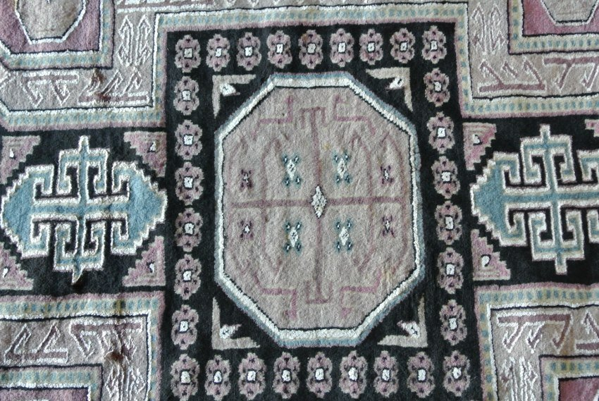 Hand made rug in Pakistani