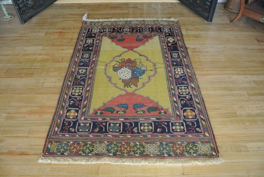 Persian rug hand made in Kerman sumack