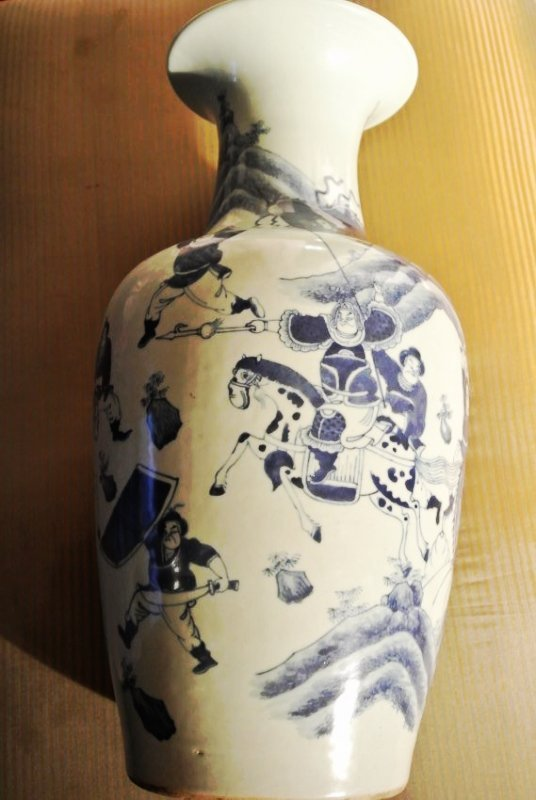 Flow blue vase with war seen Tai Chi symboles