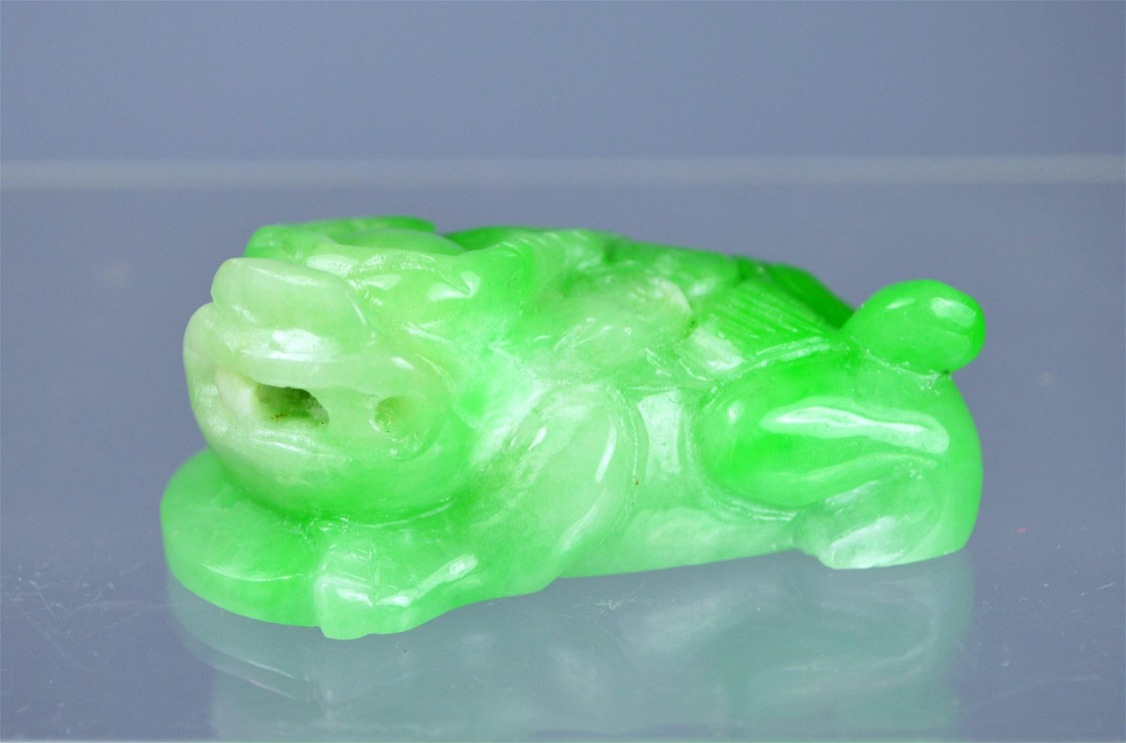 CHINESE GRADE A CARVED JADE LINGZHI TOAD PENDANT