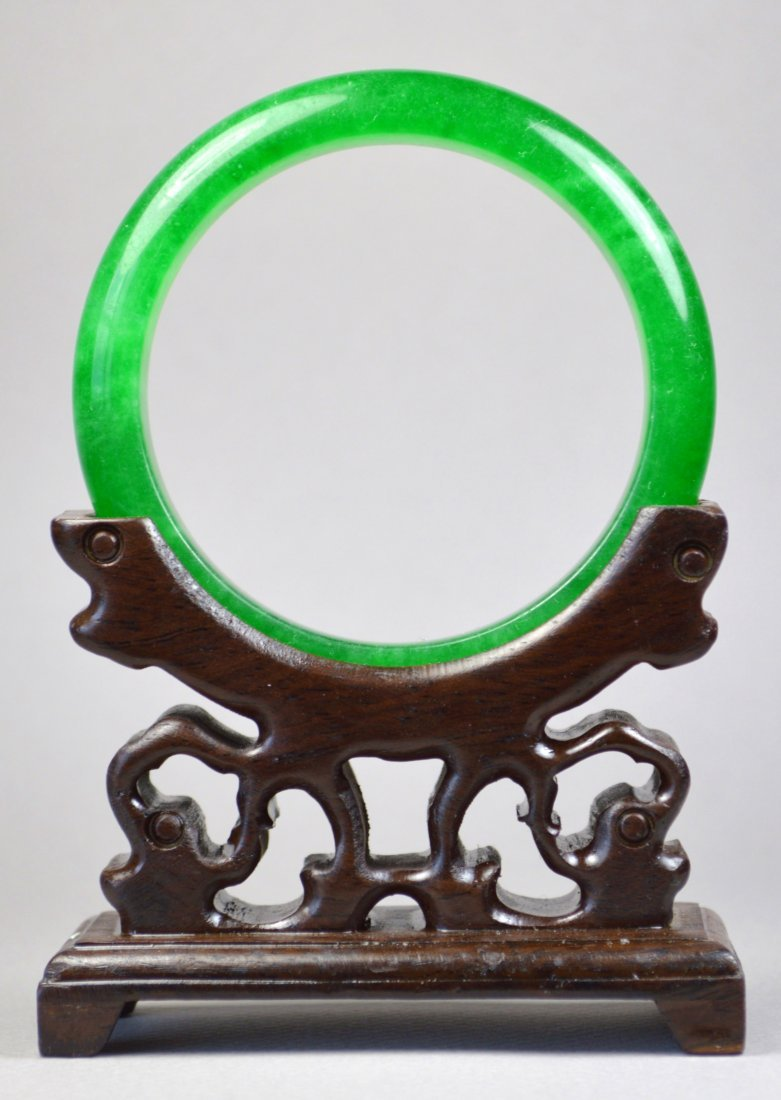 CHINESE GREEN APPLE COLORED JADE BANGLE
