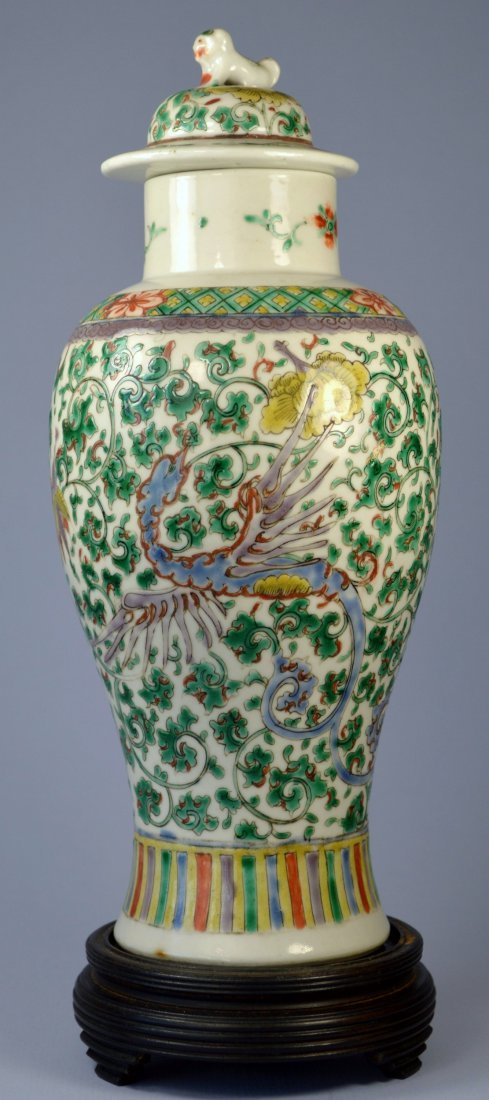 CHINESE FAMILLE VERTE BALUSTER SHAPED VASE WITH LID CA.